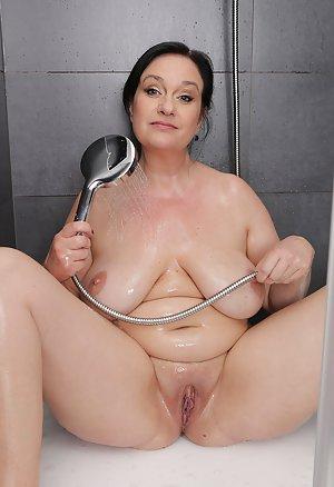 Boobs in Shower Porn